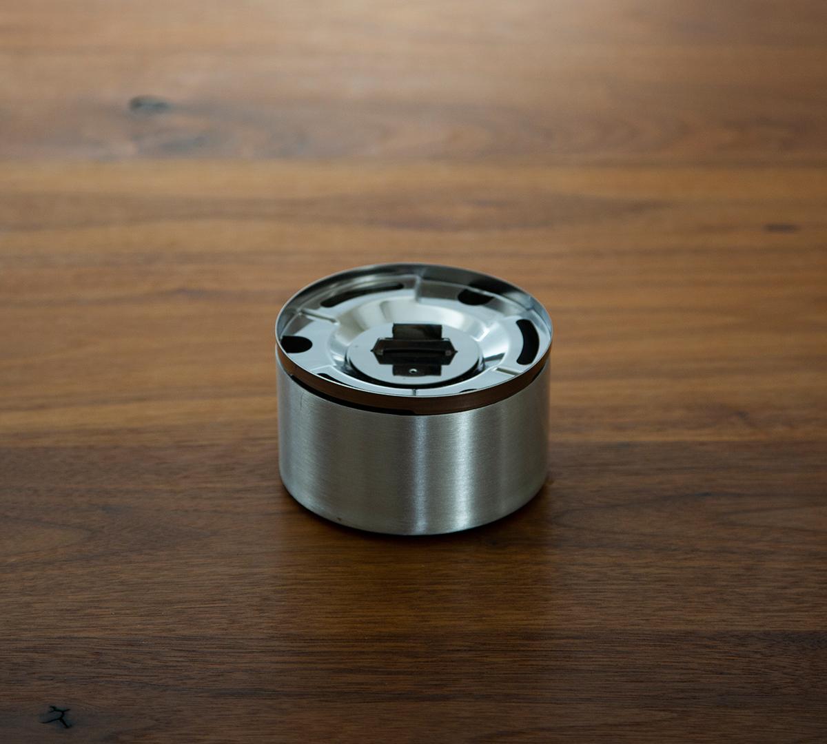 使い方①|おうちのテーブルで焚き火。煙が出ない、倒しても安心の専用燃料付きの「オイルランプ」|TENDER FLAME(テンダーフレーム)