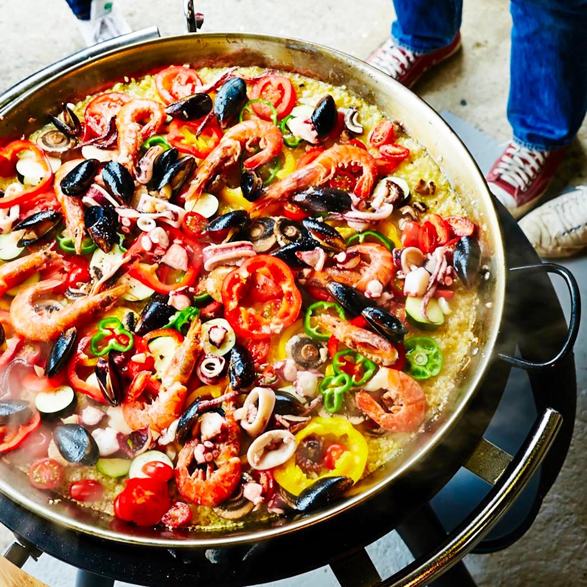 パエリアパン|大勢で食べられるパエリアを始め、ハンバーグやソテー、焼きそばといった鉄板料理を楽しめる「BBQグリル」|SWINGGRILL