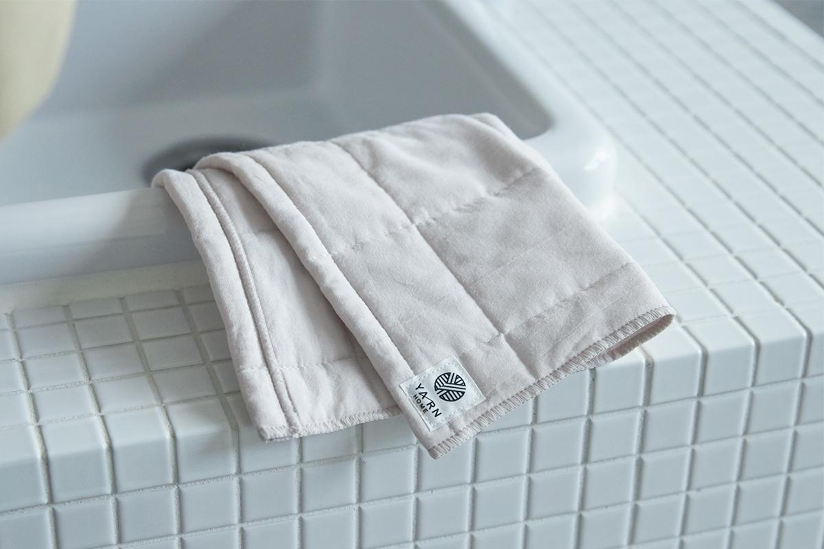 洗うほど心地いい、ふくよかな肌触り。洗うほどに中綿が膨らんでくれるから、『UKIHA』は、どんどん気持ちいい肌触りに馴染むタオル|YARN HOME UKIHA(ヤーンホーム ウキハ)