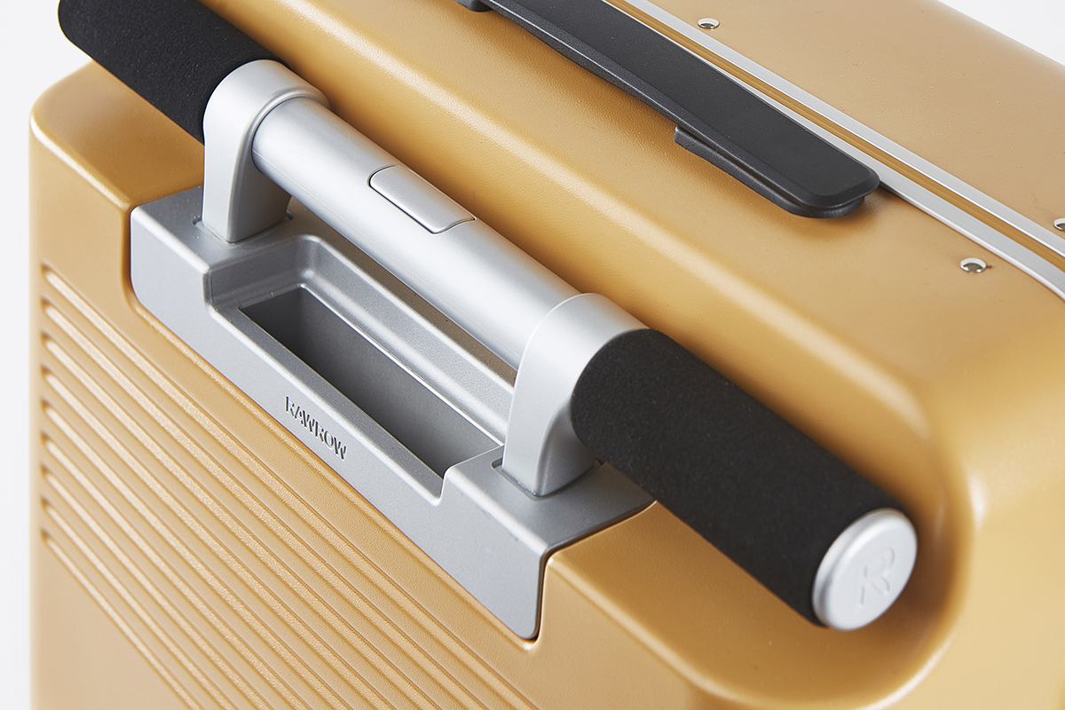 旅先で頻繁に出し入れするパスポートやチケット、地図、モバイルバッテリー等を収納できる「隠しポケット」を完備したスーツケース(37L・1〜2泊・機内持ち込みサイズ)|RAWROW
