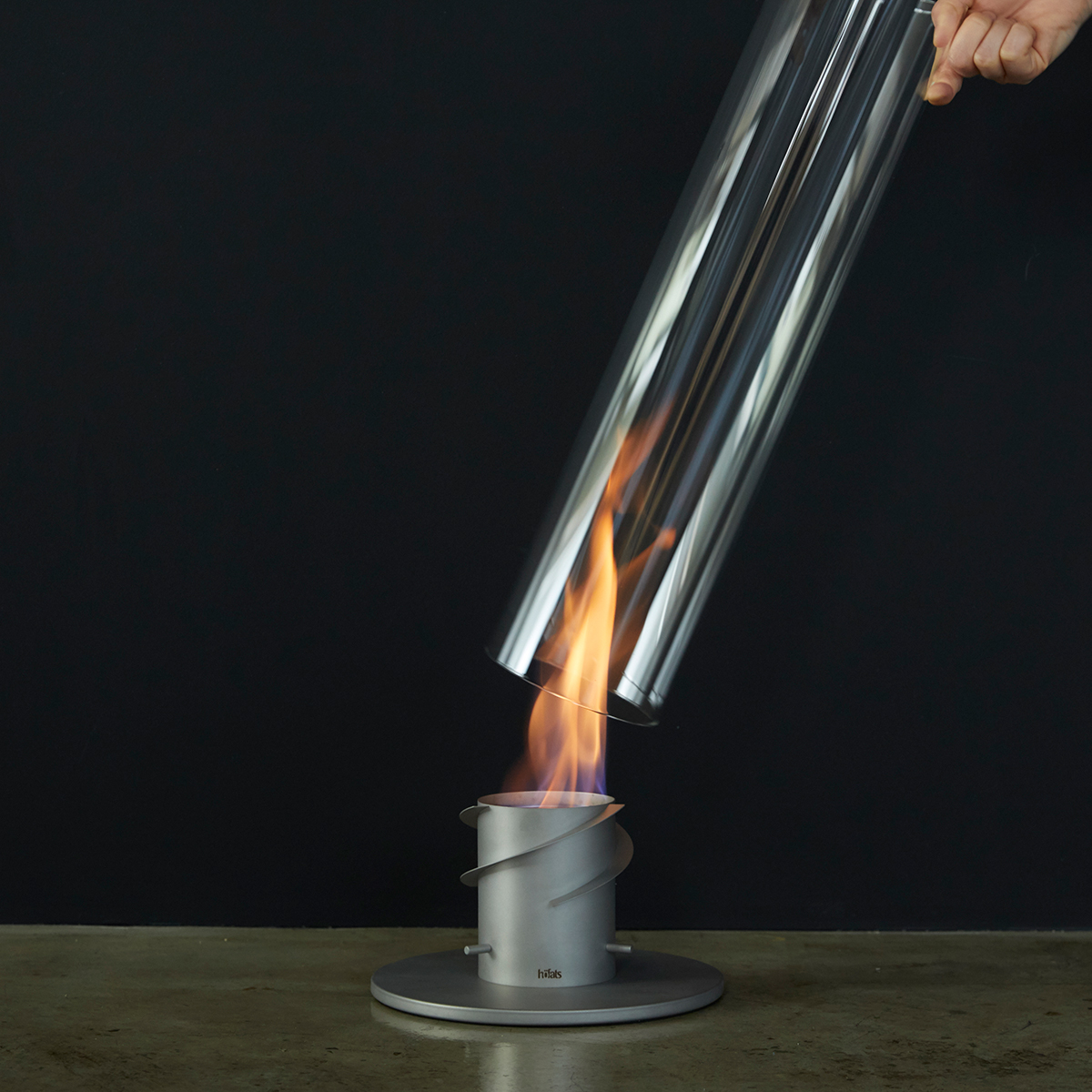 設置方法4|煙突効果で炎が廻りながら上昇!煙が出にくい安全燃料の「テーブルランタン&ガーデントーチ」|Hofats SPIN(ホーファッツ スピン)