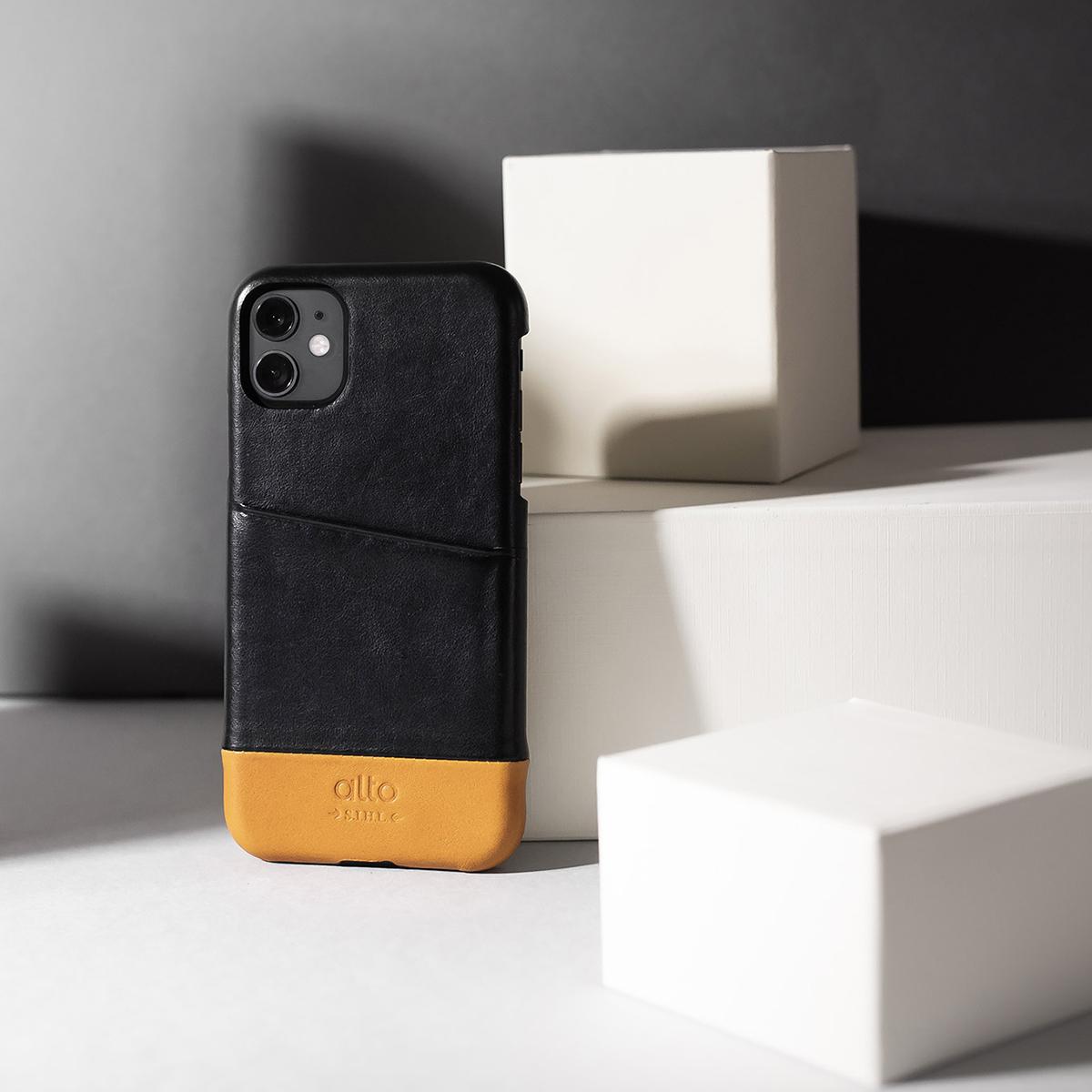 熟練職人による念(ネン)引き加工を丁寧に施されたカードボルダー付きのiPhoneケース|Alto