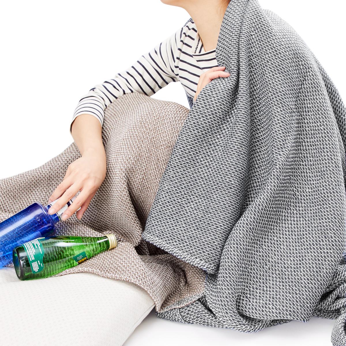 大阪泉州の後晒しでふわふわの感触(日本製)。「熟睡」を追求した凹凸状のハニカム織りのハニカムケット(ワッフルケット)