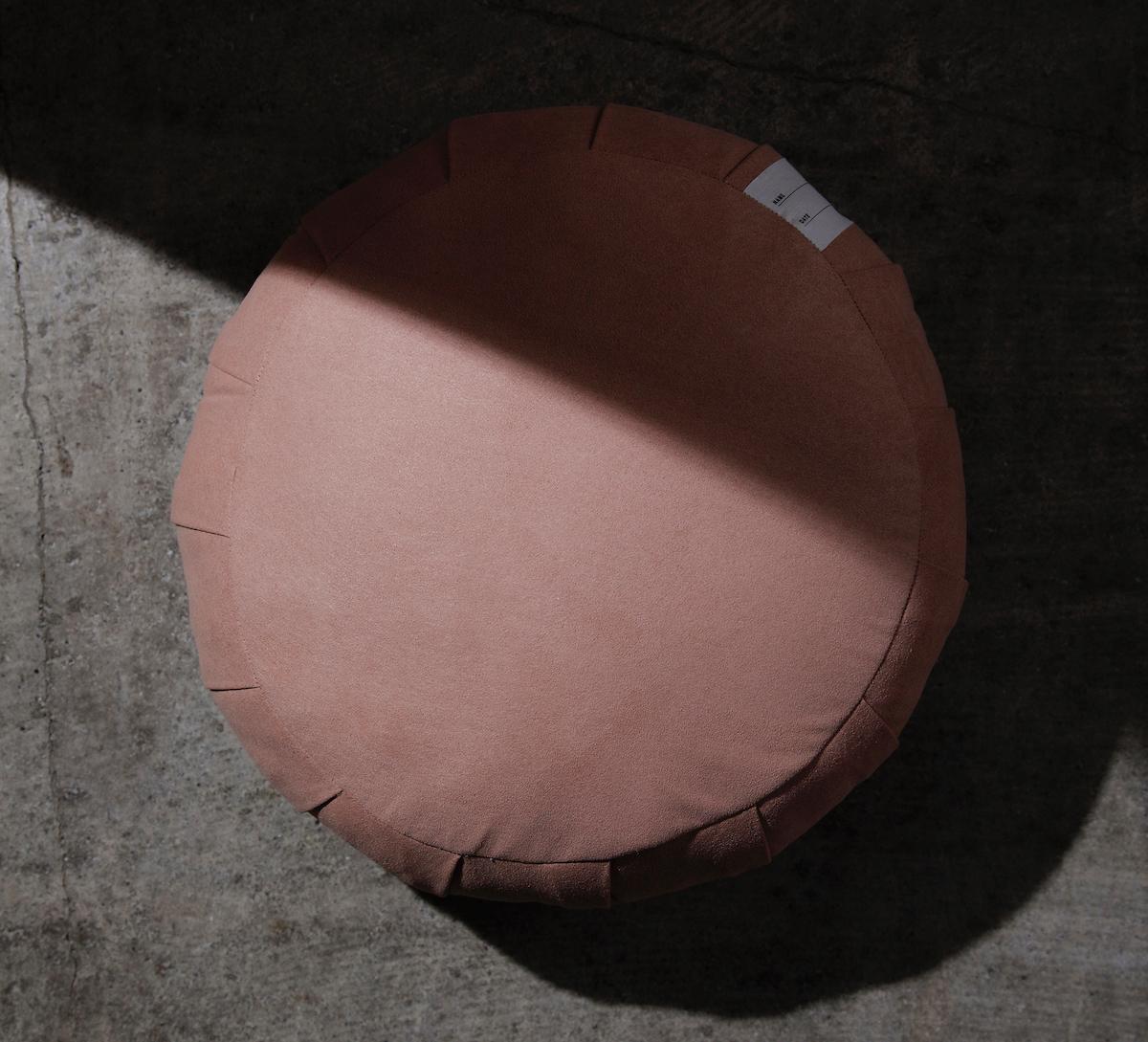 僧侶が坐禅を組む際に使用する「坐禅蒲団」と同じ製法で作られた、伝統的なパンヤを使用した坐禅蒲団(坐蒲)・瞑想用クッション| ZAF(ザフ)