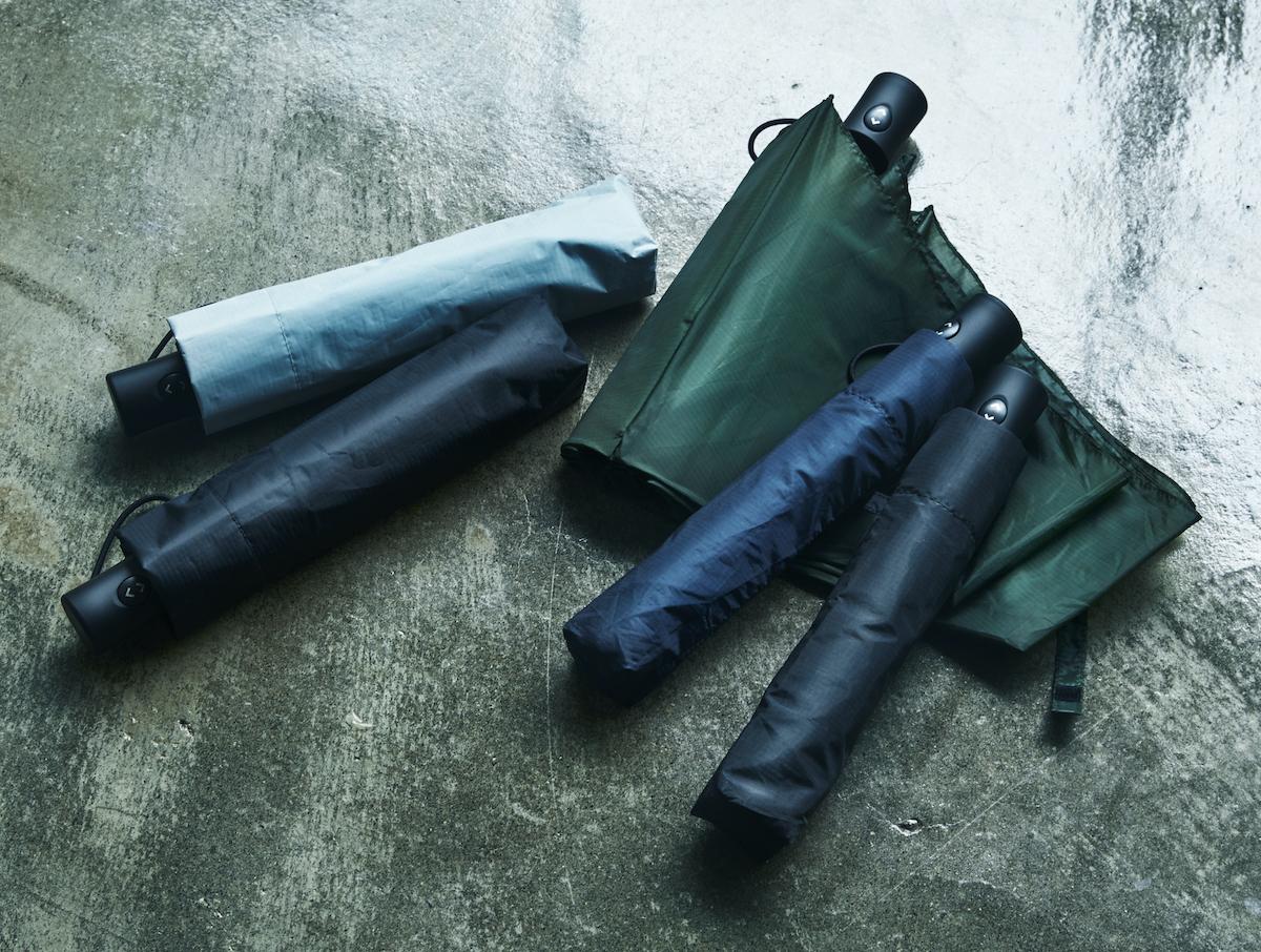 使い捨てにならない「良質な傘づくり」に真摯に向き合い、新たな技術を探究。親指1本でカンタン開閉、なのに驚くほど軽い!風に強く、丈夫な構造の「ワンタッチ開閉式折りたたみ傘」|VERYKAL