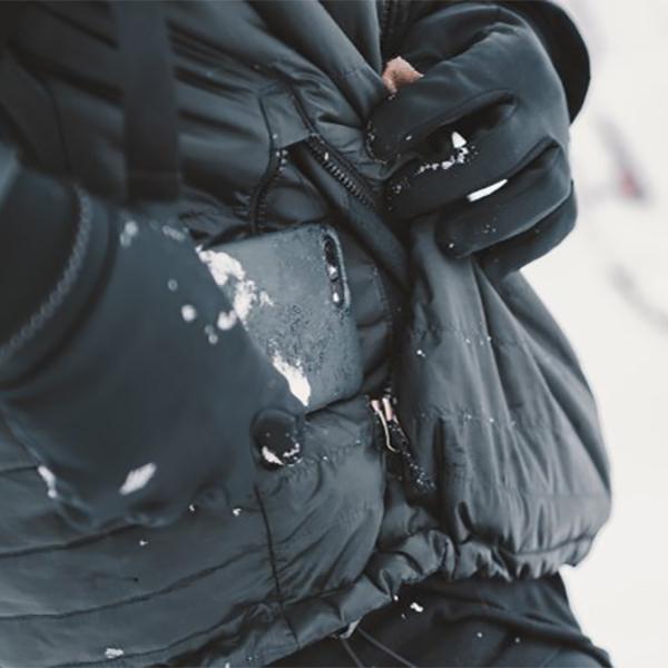 いまiPhoneに着せたい「断熱アウター」。氷点下の外気から、iPhoneとバッテリーも守るスマホケース・カバー|LANDER MOAB CASE(ランダー)