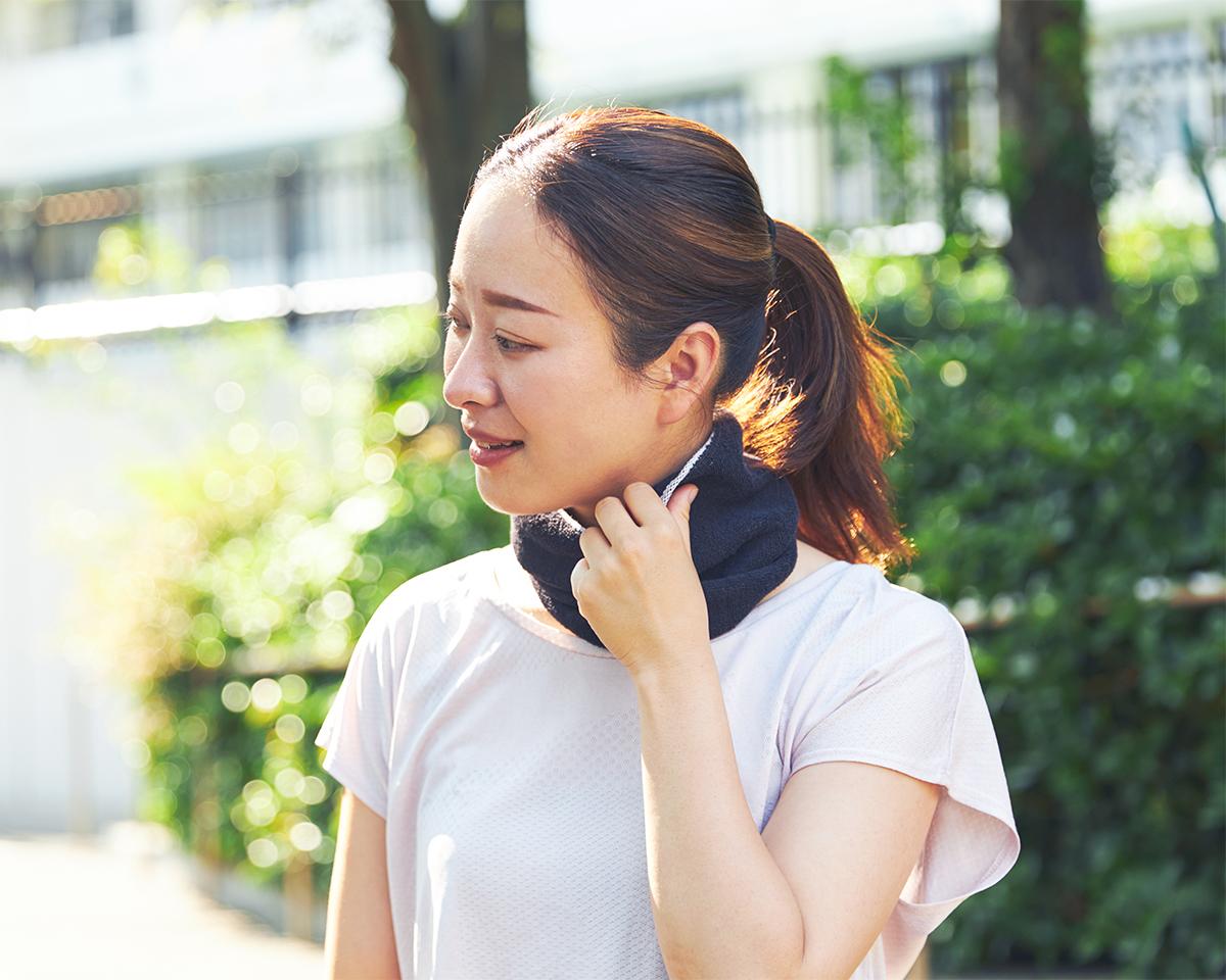 ジムでの運動中やランニング中、頭から垂れてくる汗を吸いとってくれて便利なネックゲーター|酸化チタンと銀の作用で、生乾き臭・汗臭の菌を除去する「タオル」|WARP