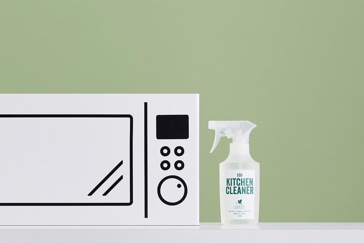 この1本で、あなたのキッチン掃除がぐっとラクになる。シンクにそのまま置いておきたくなるボトルデザインの洗剤なのに、スプレーして拭くだけ!ヒバ精油配合で除菌・消臭もできる「エコキッチンクリーナー」|GREEN MOTION