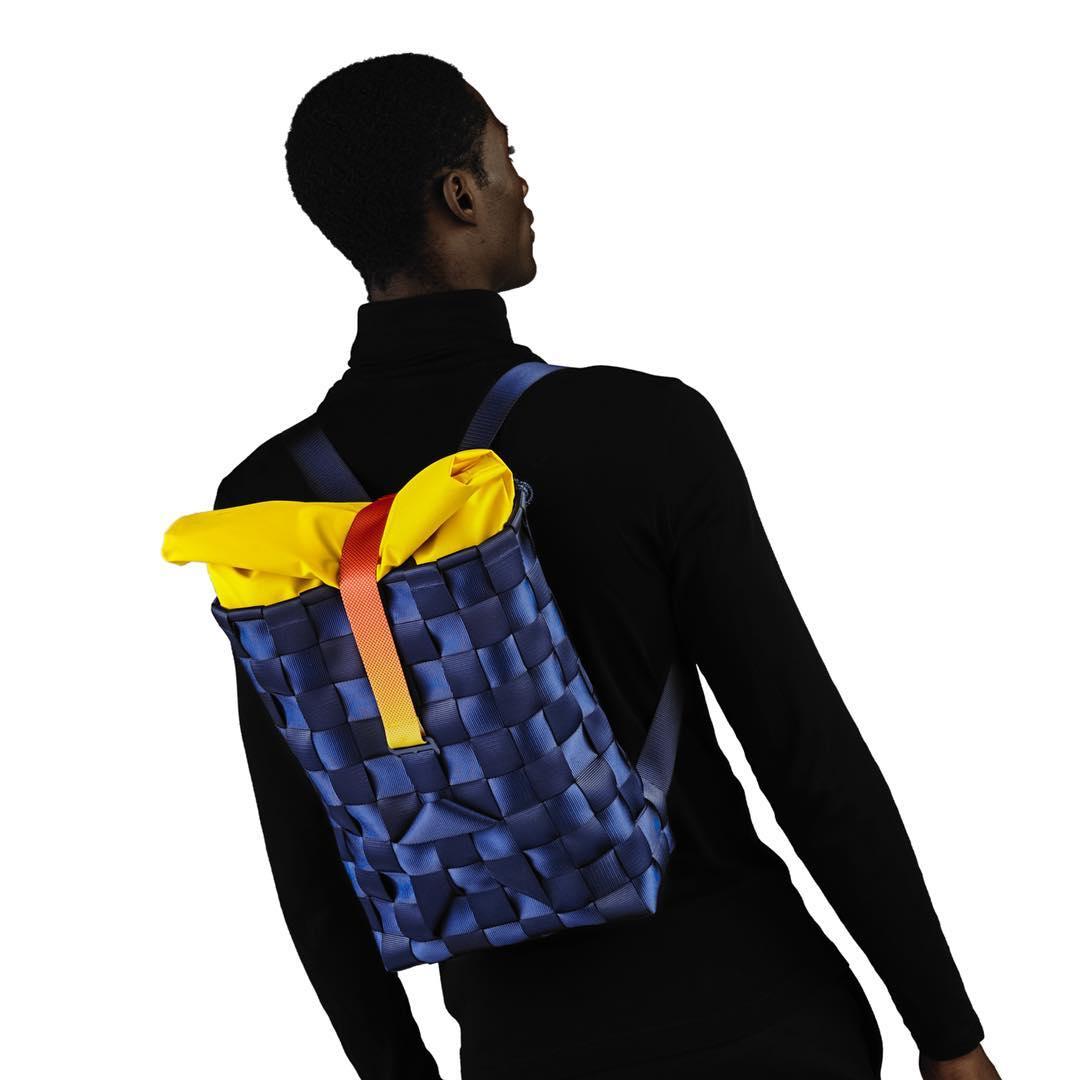 モノを持ち運ぶ道具のルーツとも考えられる「背負いカゴ」の構造から知恵を得て、まったく新しい感覚でデザインされた「モジュラー式バックパック」| PACK