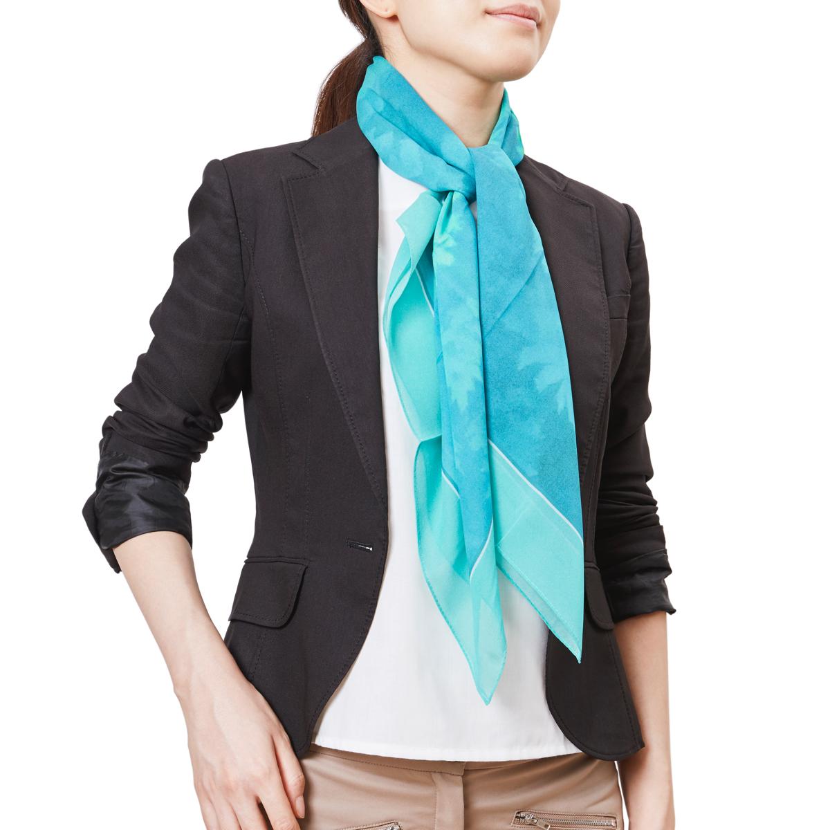 一年中楽しめる、使い勝手の良いシルクスカーフ