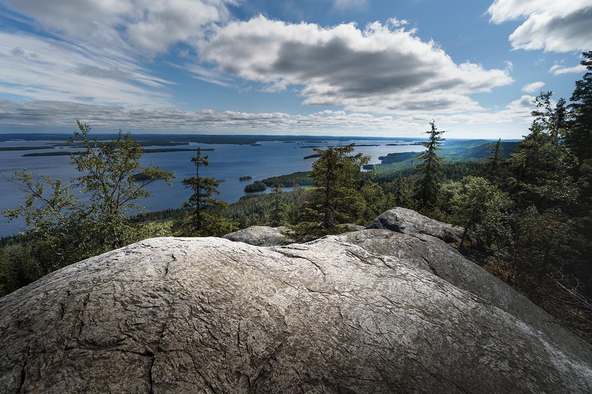 驚くほど冷・熱を閉じ込める性質を持つ不思議な石|北欧フィンランド北東部の地底から発見された、カレリアンソープストーンの「マッサージストーン」|HUKKA DESIGIN(フッカ デザイン)