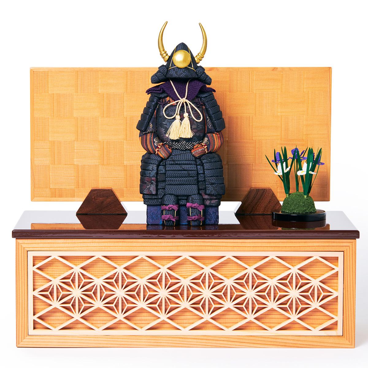 次世代に伝えていきたい最高峰の日本伝統技術を結集させ、コンパクト・モダンに。リビングや玄関に飾れる「プレミアム鎧飾り・五月人形」