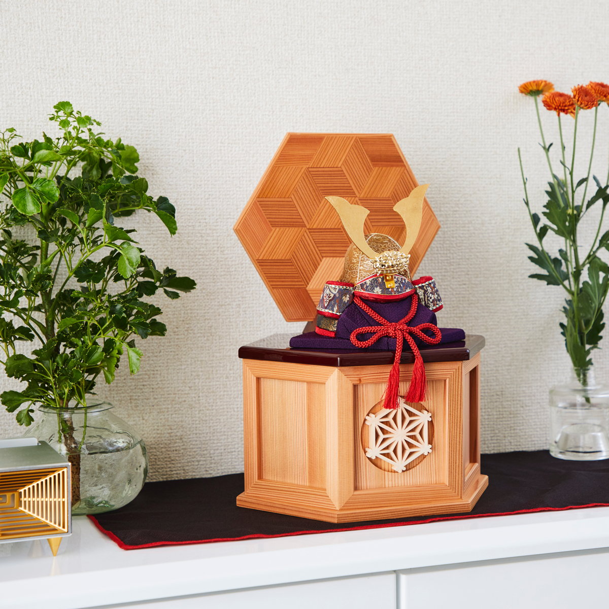 リビング・玄関に飾れる木目込みプレミアム五月人形(兜飾り)