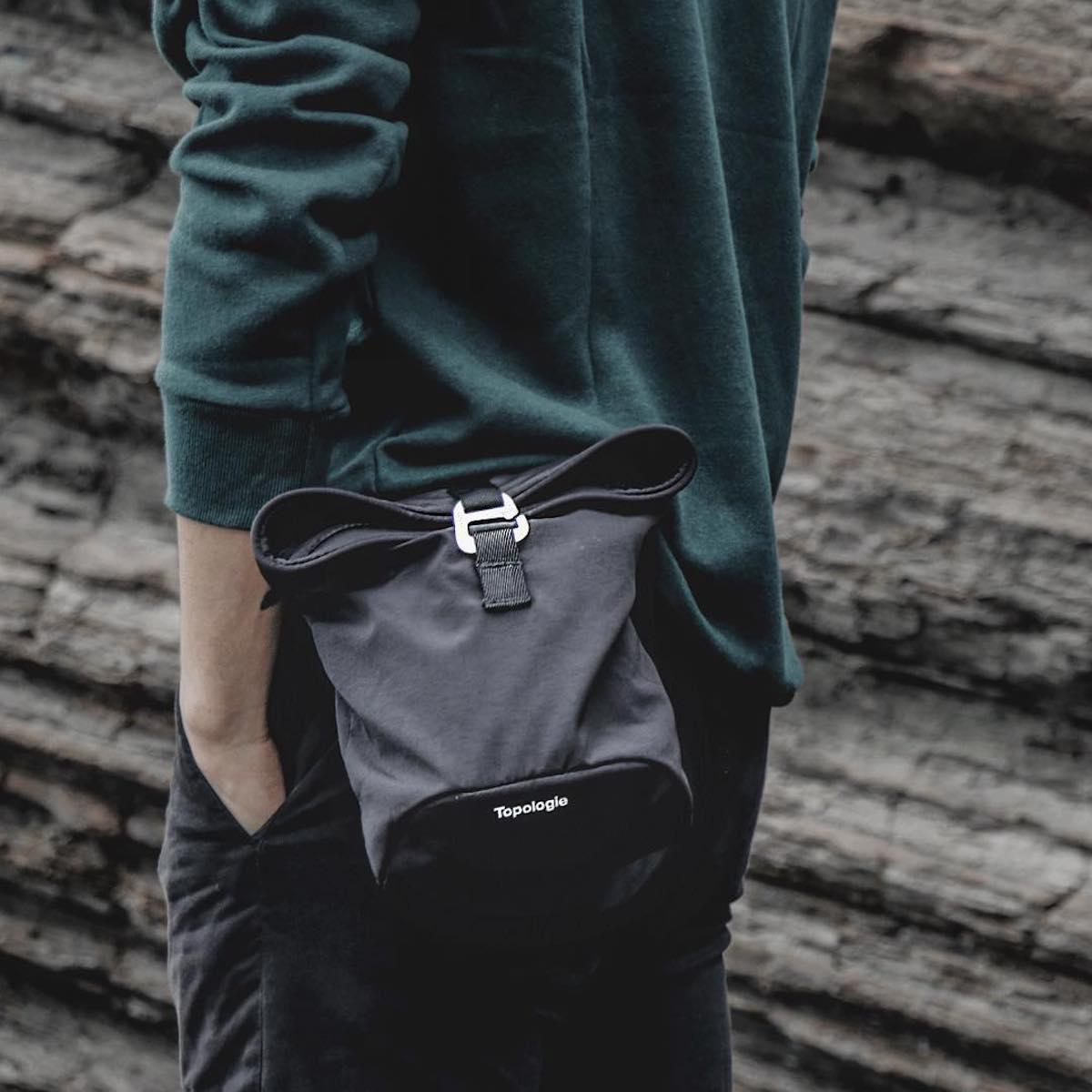 シーンや装いに合わせて4通りもの使い方ができる便利な4WAYウエストバッグ | Topologie