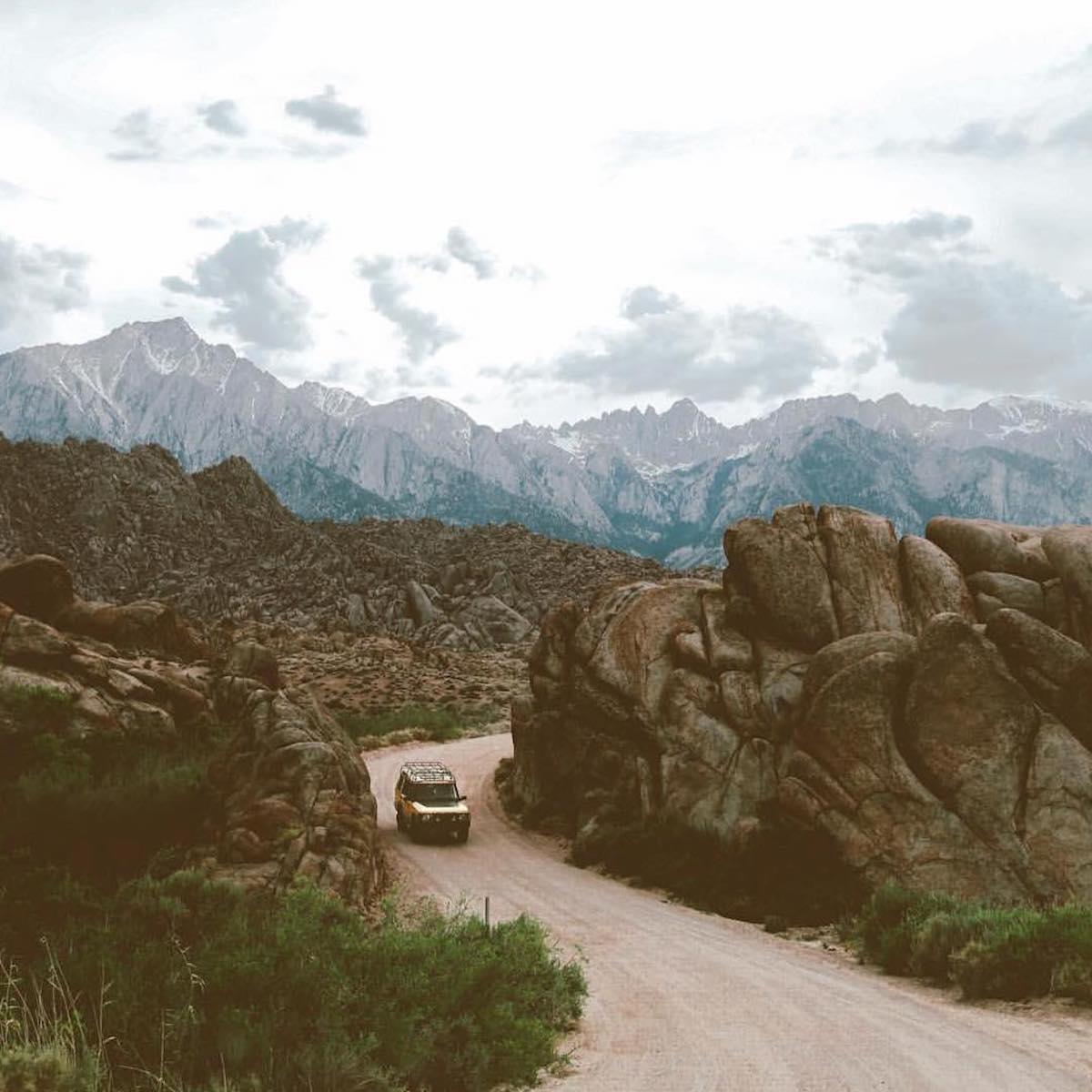 ユタ州・ソルトレイクシティに拠点を持つスマートフォンアクセサリーブランド『LANDER』。大自然への冒険で磨かれた衝撃吸収構造、アウトドアレジャーでも活躍する防水バックパック|LANDER