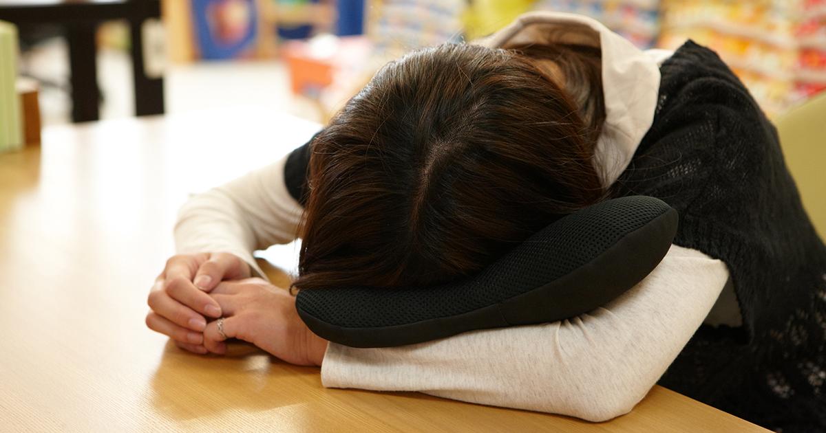 仕事場での仮眠に最適な携帯枕