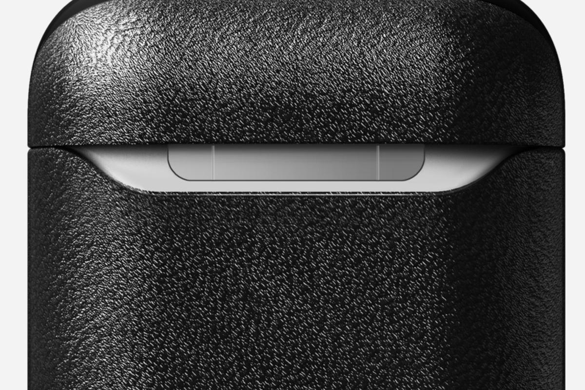 2. フチのくぼみ 米国最高峰のホーウィン社製レザーで仕立てた「AirPodsケース」  NOMAD