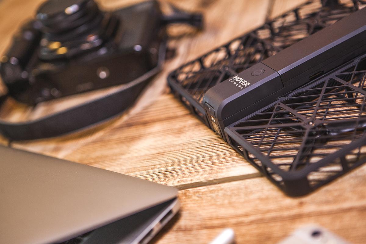 撮影した動画は、音楽をつけ、10秒のPVに自動的に編集。いつも持ち運べる、安全、操作簡単の「自動追尾撮影ドローン」 | HOVER CAMARA