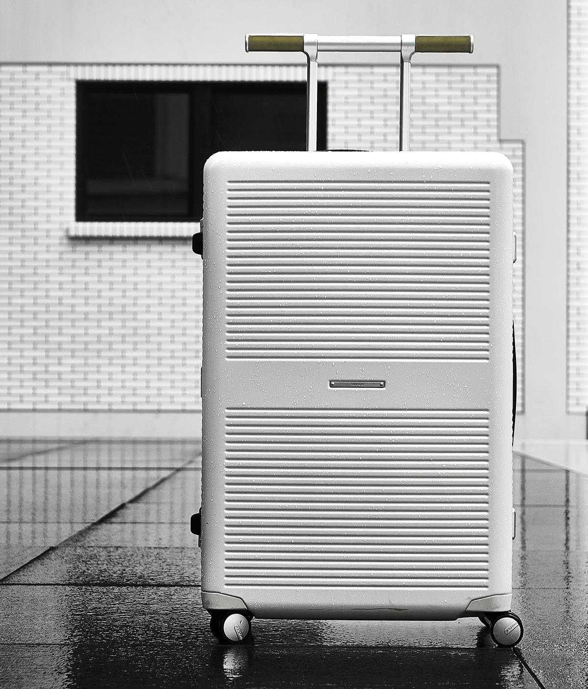 「荷物を守り、快適に運ぶ」の本質を追求し、さまざまなテストを重ねた上で商品化した耐久性や耐衝撃性のあるスーツケース(37L・1〜2泊・機内持ち込みサイズ)|RAWROW