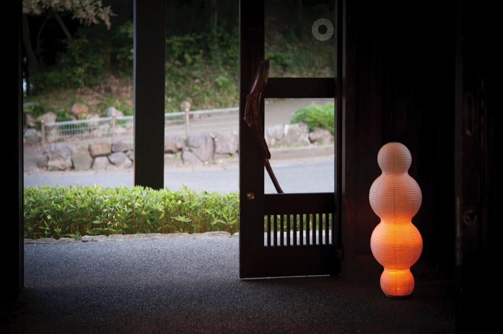 キャンドルのようなオレンジ色のゆらぐ光でリラックスできる空間になる提灯型ランプ(インテリア ライト 照明)| 雲 - 鈴木茂兵衛商店 SUZUMO CHOCHIN(すずも提灯)