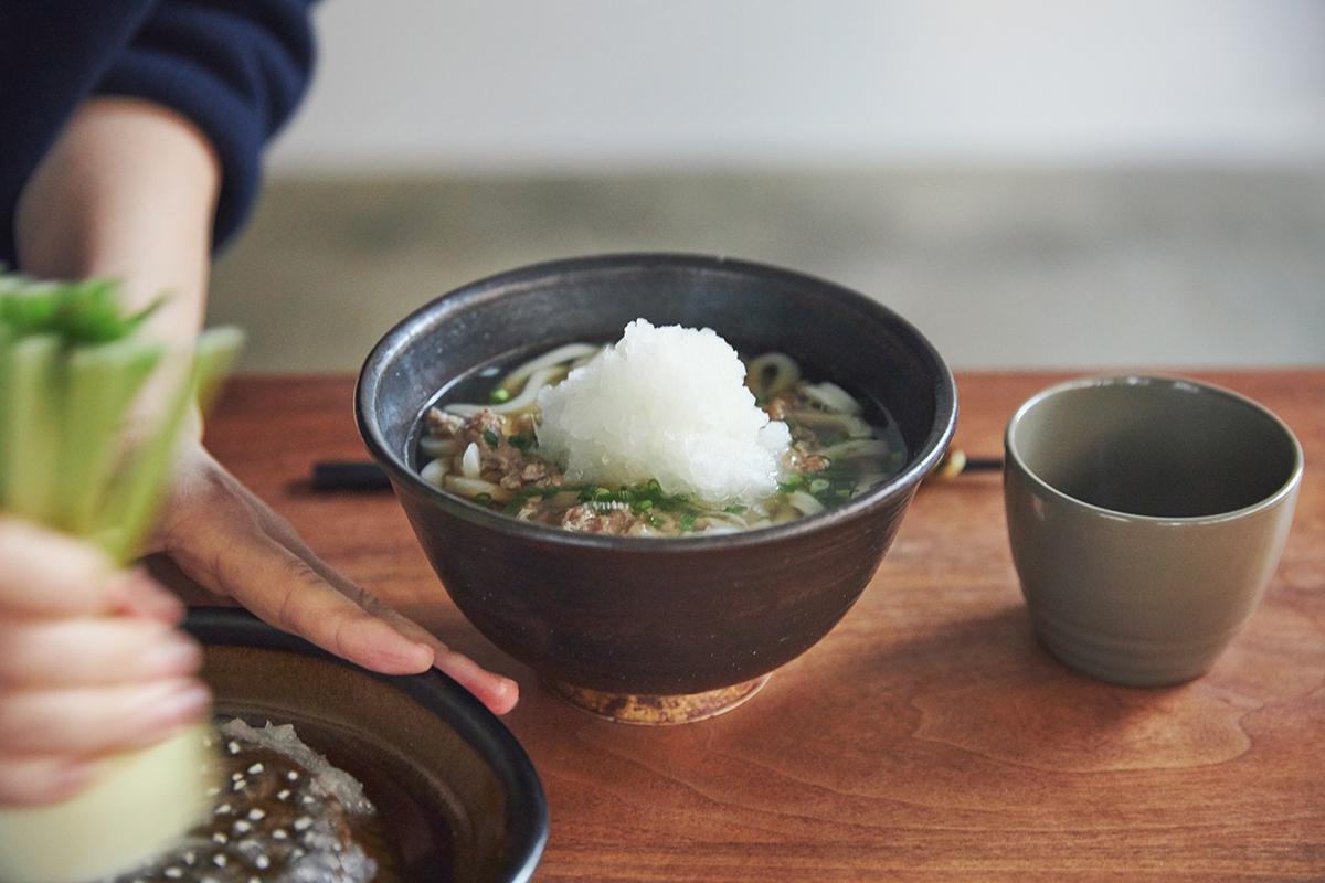 すりおろしやすい大きさなので、ひとり分の料理でも使い勝手はバツグンです。「おろし器」|もとしげ