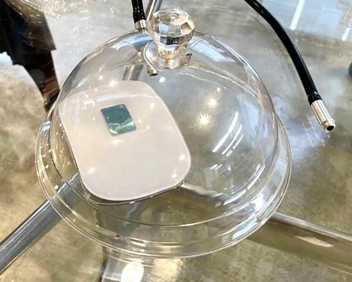 燻製の強い煙の残り香やタバコ臭にも。家庭内、外出先の感染症対策と臭い対策のおすすめは、オゾン除菌・オゾン消臭。ウイルス・菌を分解、不活化させる「家庭用 オゾン発生器」