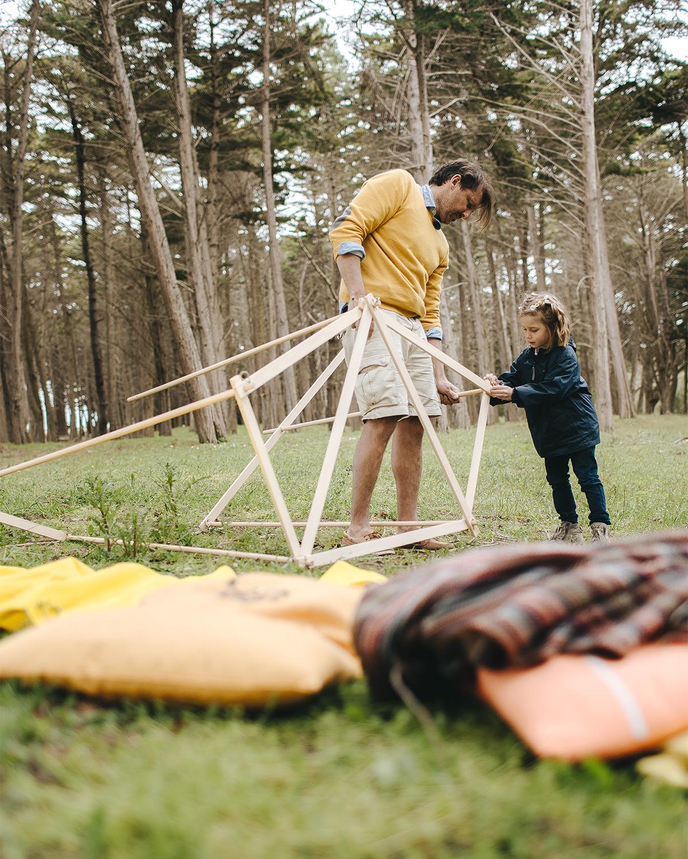 パリに住むデザイナーのブリス・セッカルディ氏が、自身の4人の子どもたちと、島で過ごす休日を思いながらつくったテント「帆布テント」|LA TENTE ISLAISE(ラ・タント・イレーズ)