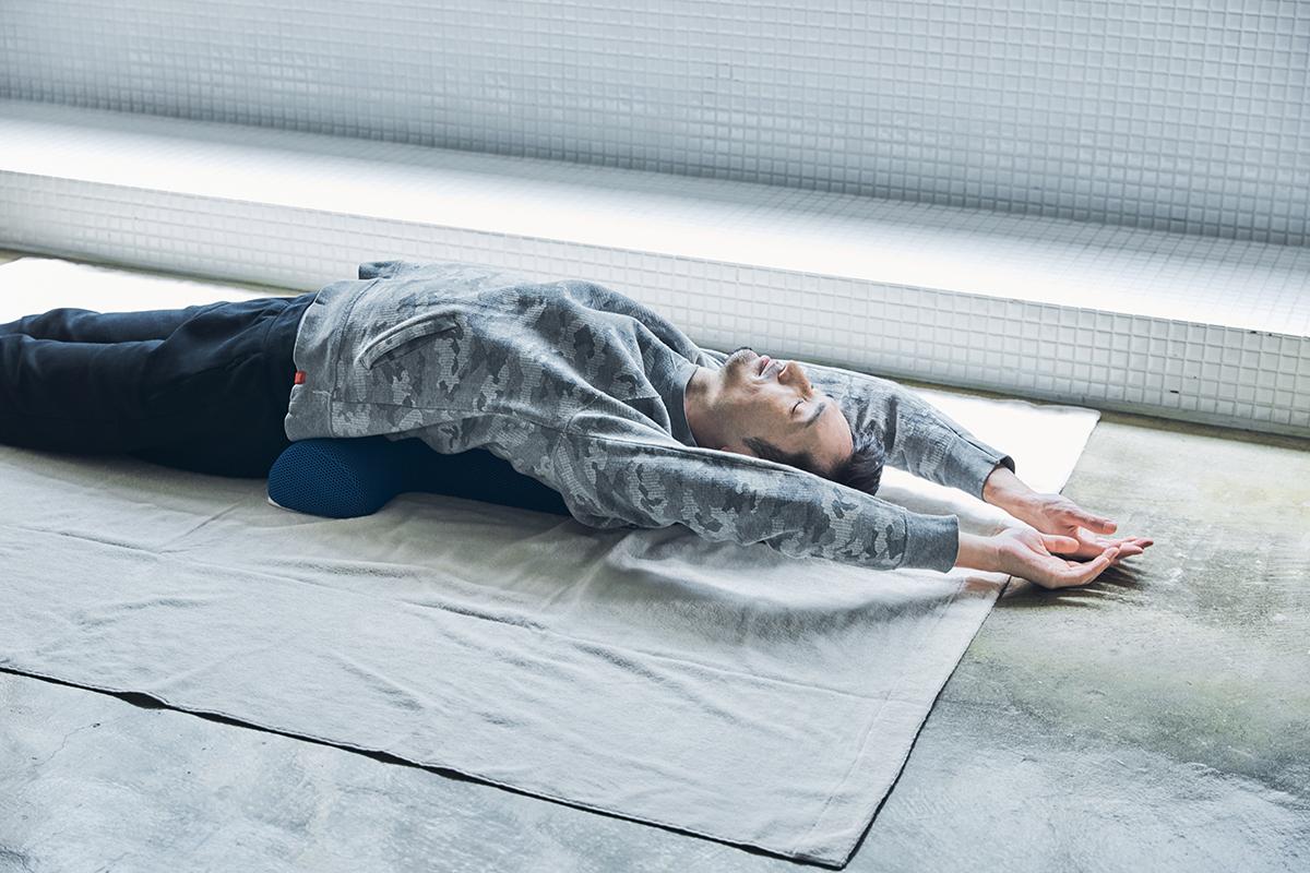 予約殺到「ソリデンテ南青山」サロンの技を自宅で体感できる「ストレッチ枕」|ミオドレ式寝るだけストレッチ枕