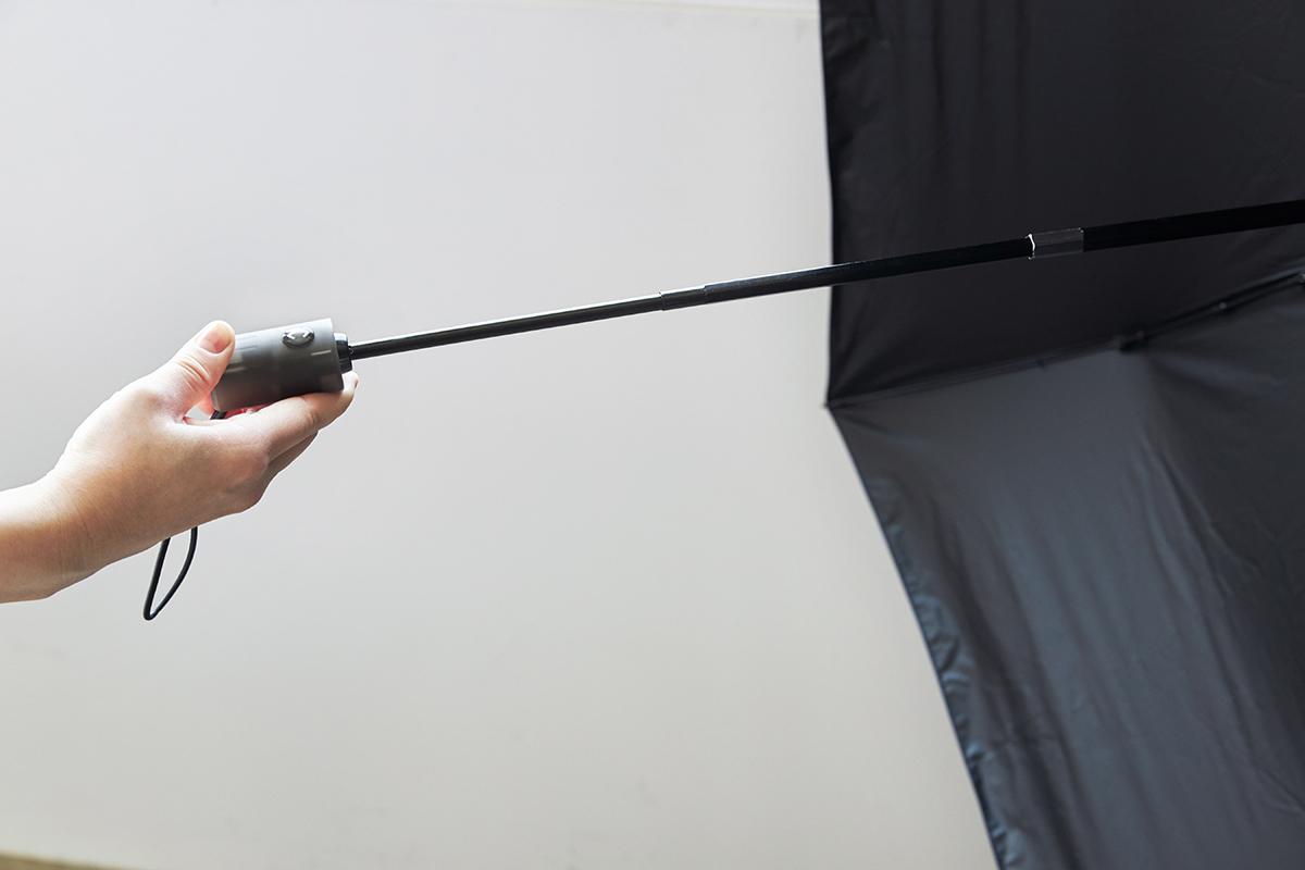 スリムなシャフト|日傘・雨傘|《晴雨兼用》指1本でカンタン開閉!丈夫なコーデュラ生地で仕立てた「自動開閉式折りたたみ遮光傘」|HEAT BLOCK ×CORDURA Fabric|VERYKAL LARGE