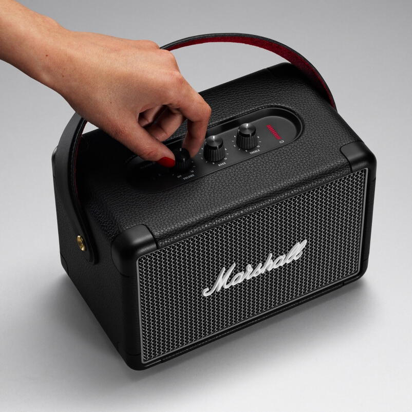 ヴィンテージ感溢れる見た目から、迫力の音!Bluetooth2台接続でスムーズに音楽が楽しめるワイヤレススピーカー|Marshall Kilburn Ⅱ