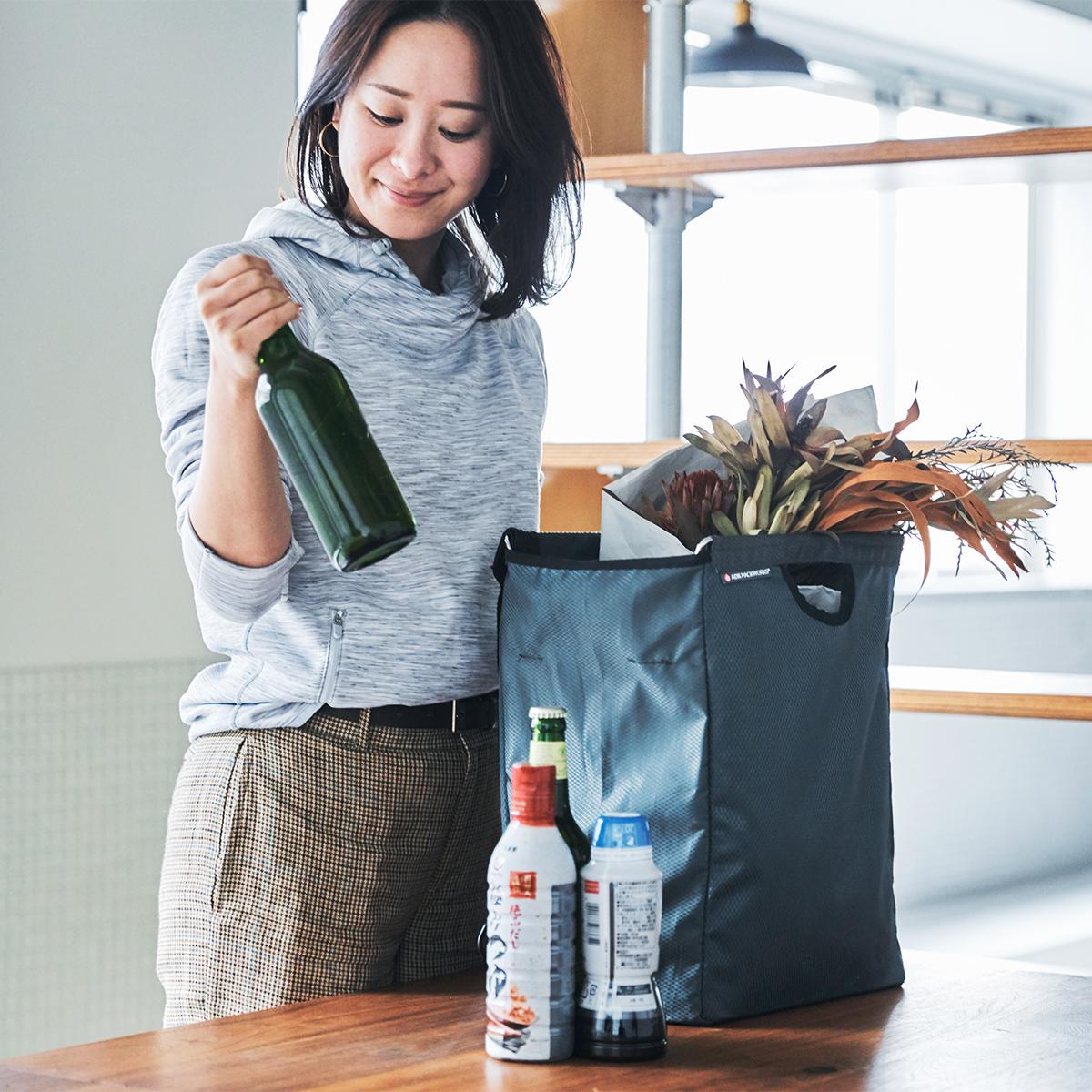荷解きがスムーズ。たためる金属フレーム入り!自立するから、柔らかいパンや葉物野菜、花を潰さない「箱型エコバッグ」|ADK Packworks