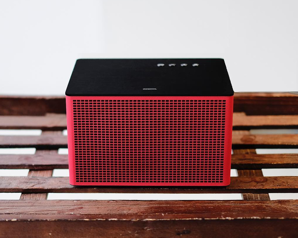 たった1台でサラウンドシステムを実現できる、全方位に音が広がるHi-Fi オーディオ《Acustica Lounge》|GENEVA