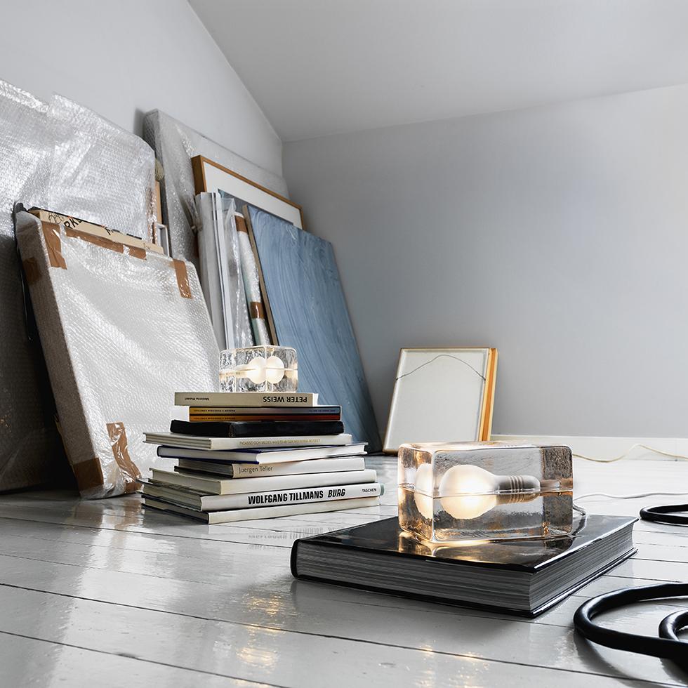 寝室やリビングのフロアライトとしてもお洒落な間接照明