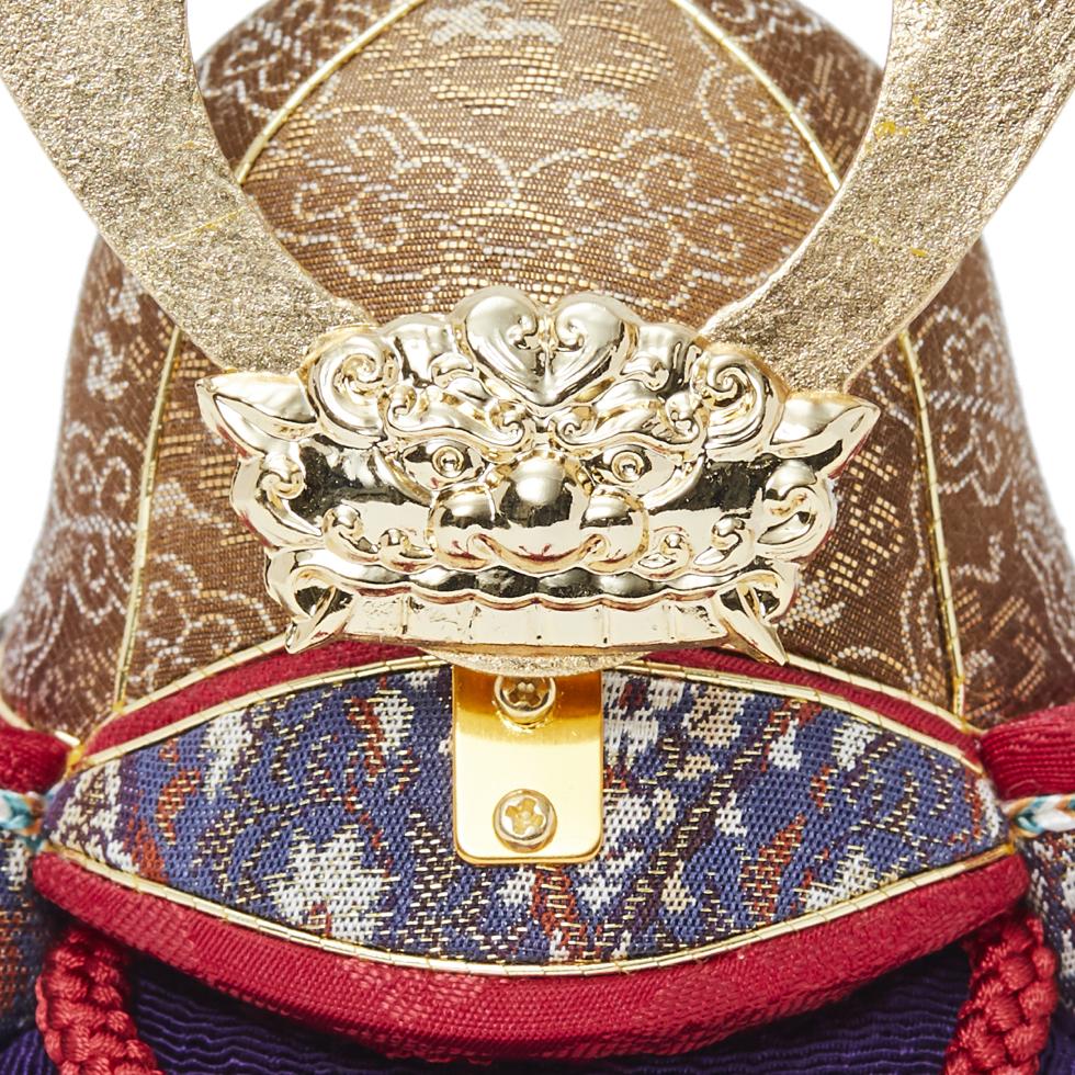 3. 獅噛み・鍬形(兜):金沢箔(金箔)|6つの日本伝統工芸をコンパクトにした、木目込の「プレミアム兜飾り」| 宝輝 | 柿沼人形