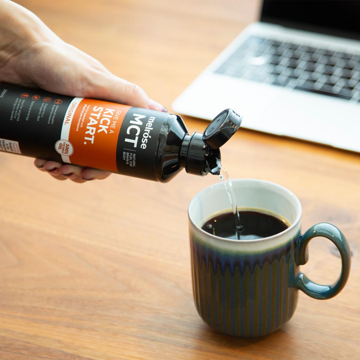 毎朝、脳と体に、目覚めの一杯を習慣に。脂肪をエネルギーに素早く変えるオーガニックのMCTオイル|MELROSE KICKSTART(メルローズ キックスタート)
