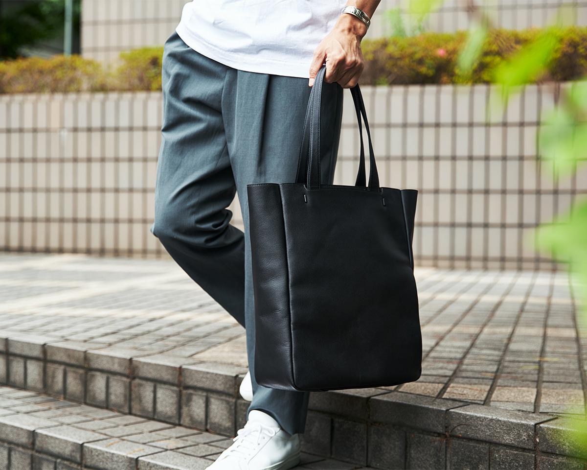 PCがすっぽり入るたっぷりサイズなのに軽い|防水レザー、超軽量、直感ポケット付きの日本製レザーバッグ|PCバッグ・トートバッグ・リュック・バックパック|FARO(ファーロ)