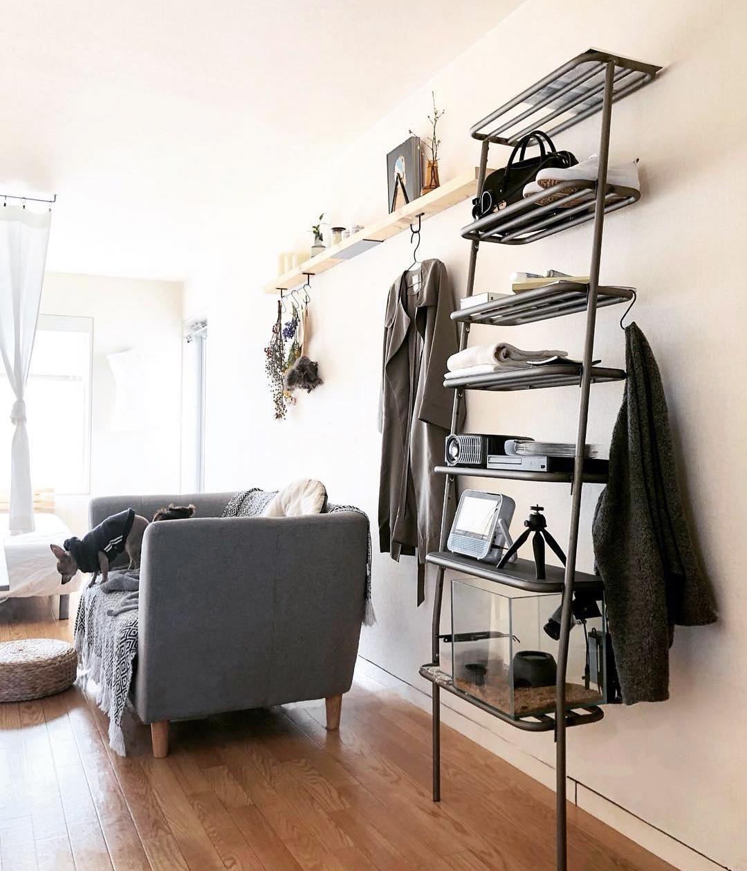 お気に入りのコレクションや愛用品をドンドン載せるだけで絵になる!シンプルな「立て掛け式スチールラック」|DUENDE WALL RACK(デュエンデ ウォール ラック)