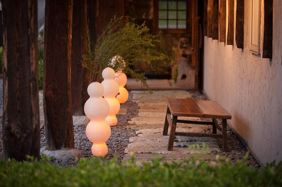 キャンドルのようなゆらぐ光で、和室・洋室を問わず、モダンなリラックス空間になる提灯型ランプ(インテリア ライト 照明)- 鈴木茂兵衛商店 SUZUMO CHOCHIN(すずも提灯)