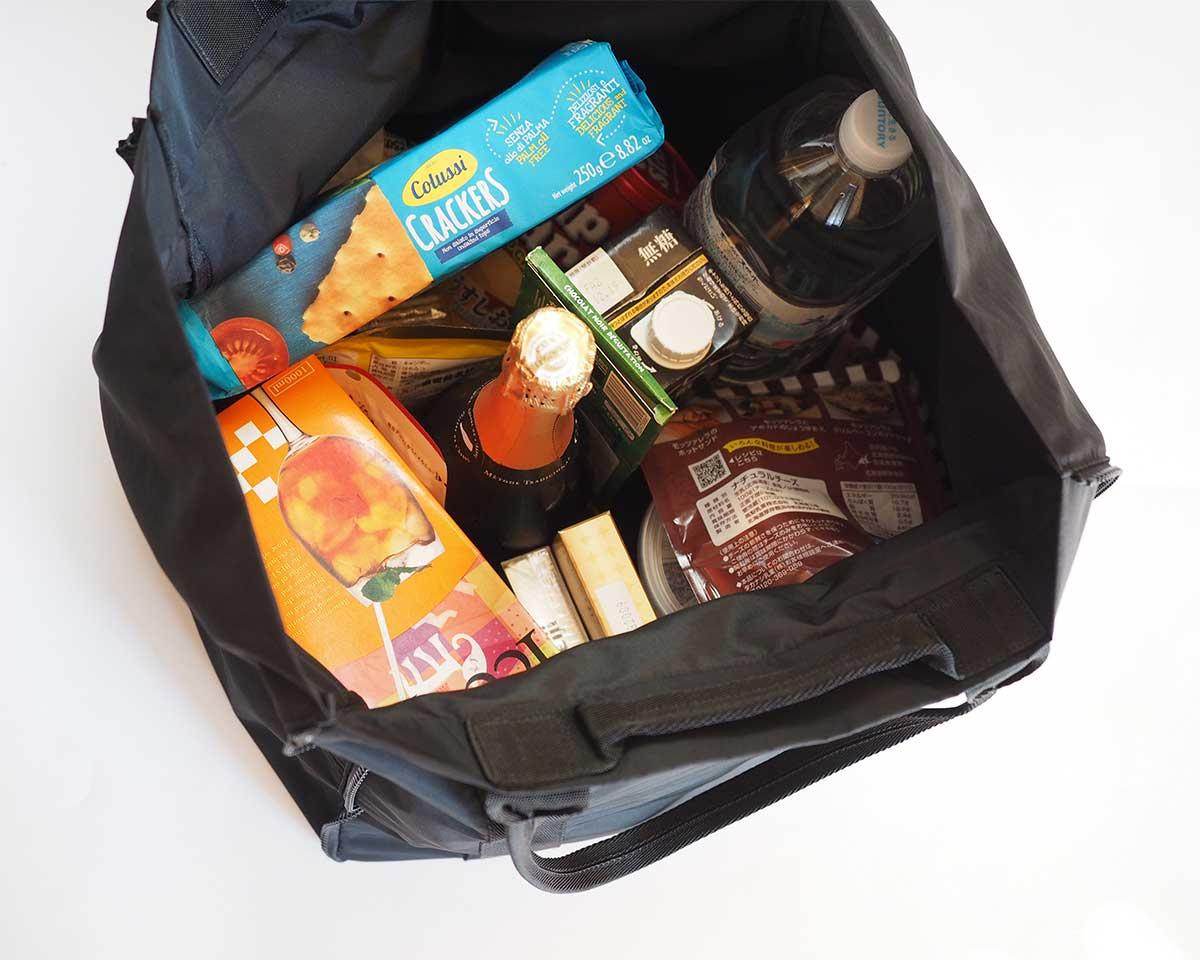 洗練されたデザインで、容量17倍に広がるトート。薄型トートバッグが大容量バッグに変身するバッグ|WARPトランスフォームジッパーバッグ