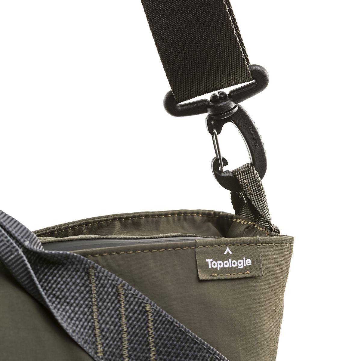 「地学」を意味するブランド名の『Topologie』。超軽量、動きを邪魔しない、荷重を分散、ミニマムデザインの2WAYトートバッグ | Topologie