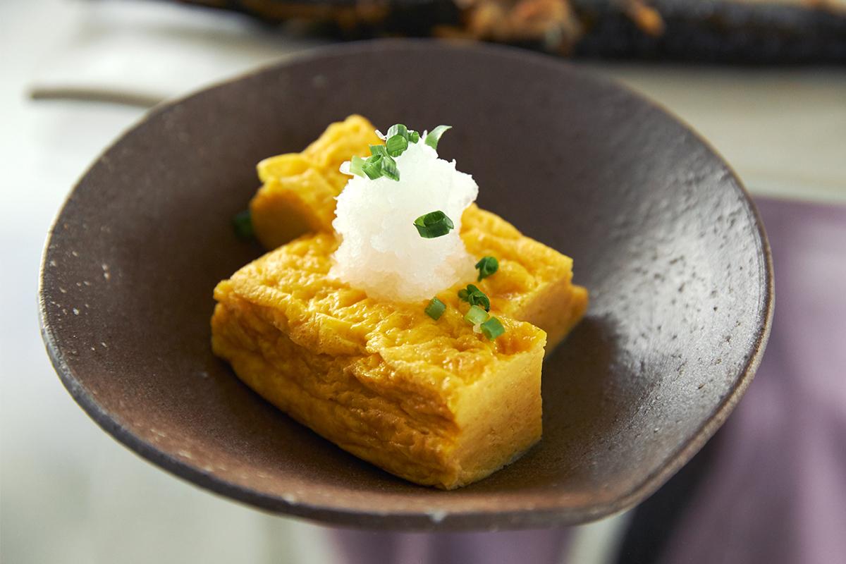 ランダムな断面だからこそ食材を絶妙な食感におろせる。島根県石見地方の伝統工芸品である「石見(いわみ)焼」に、窯元独自の製法を掛け合わせて生まれた、実力派の「おろし器」|もとしげ