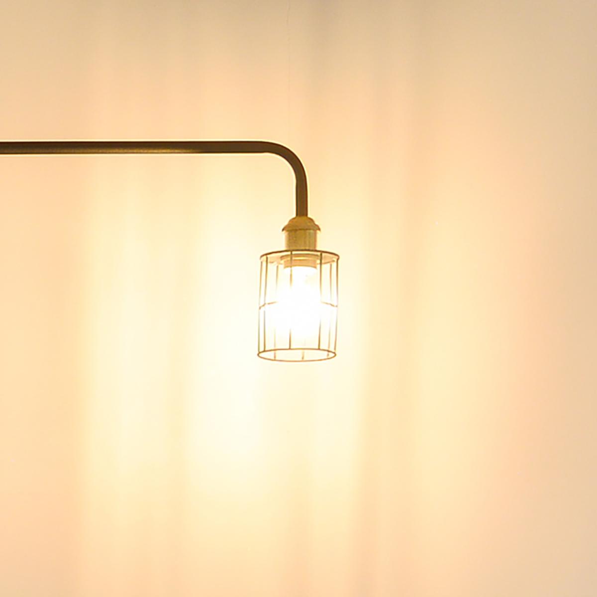 明るいリビング、落ち着いたベッドルーム、どんな部屋にもしっくり合うシンプルなデザインの照明とテーブルがセットできる「つっぱり棒」|DRAW A LINE ランプシリーズ
