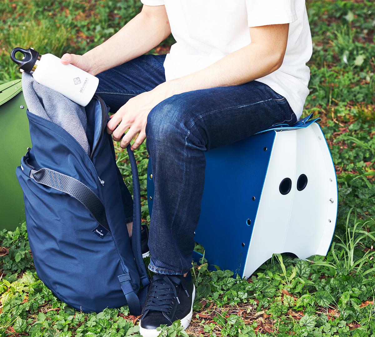 長時間座っても疲れにくく、ゆったりとレジャーを楽しめる設計。体の大きな男性も、安心して座れます。座面を外せば、ゴミ箱・防災トイレが出現する「折りたたみイス」|PATATTO PATATTO 350+
