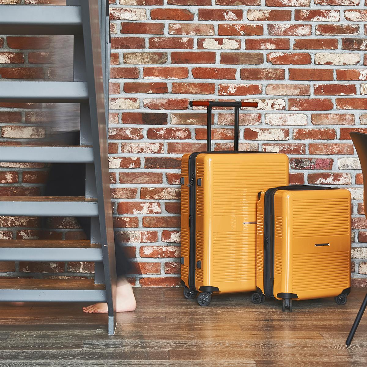 大小ふたつのサイズを「入れ子収納」できる、機内持ち込み用(37L)&長期旅行用(72L)スーツケースセット(トラベルポーチ3点もセット付き)| RAWROW | R TRUNK LITE