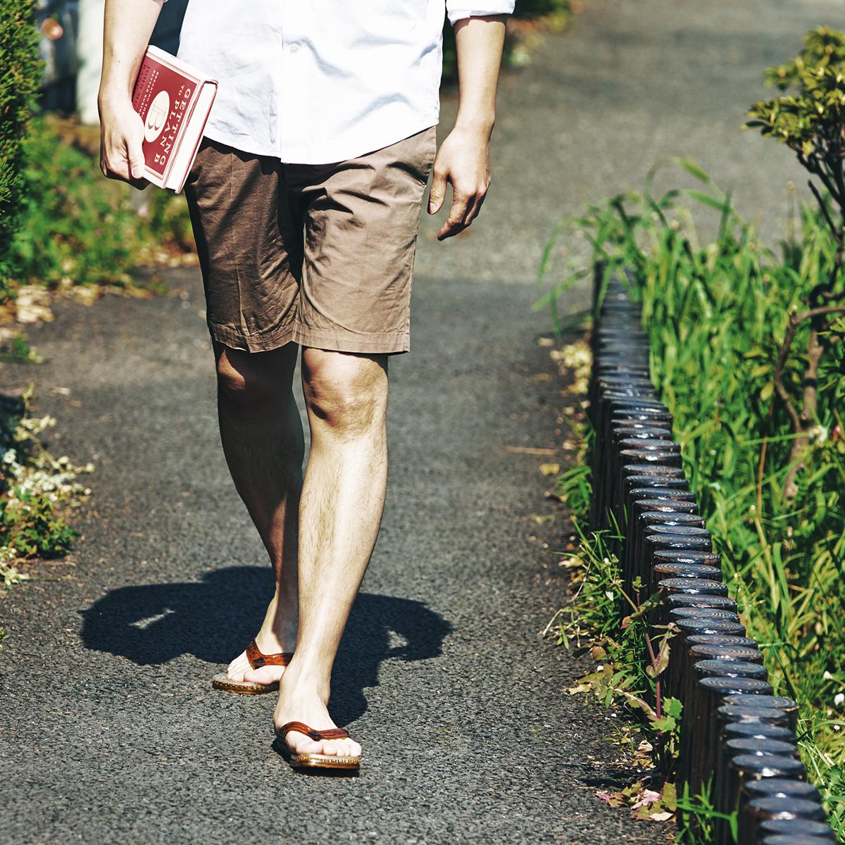 クッション効果もあるので、足が着地する時の衝撃を和らげてくれます。半球状の突起が、心地よく足裏マッサージしてくれる「健康サンダル」|SENSI