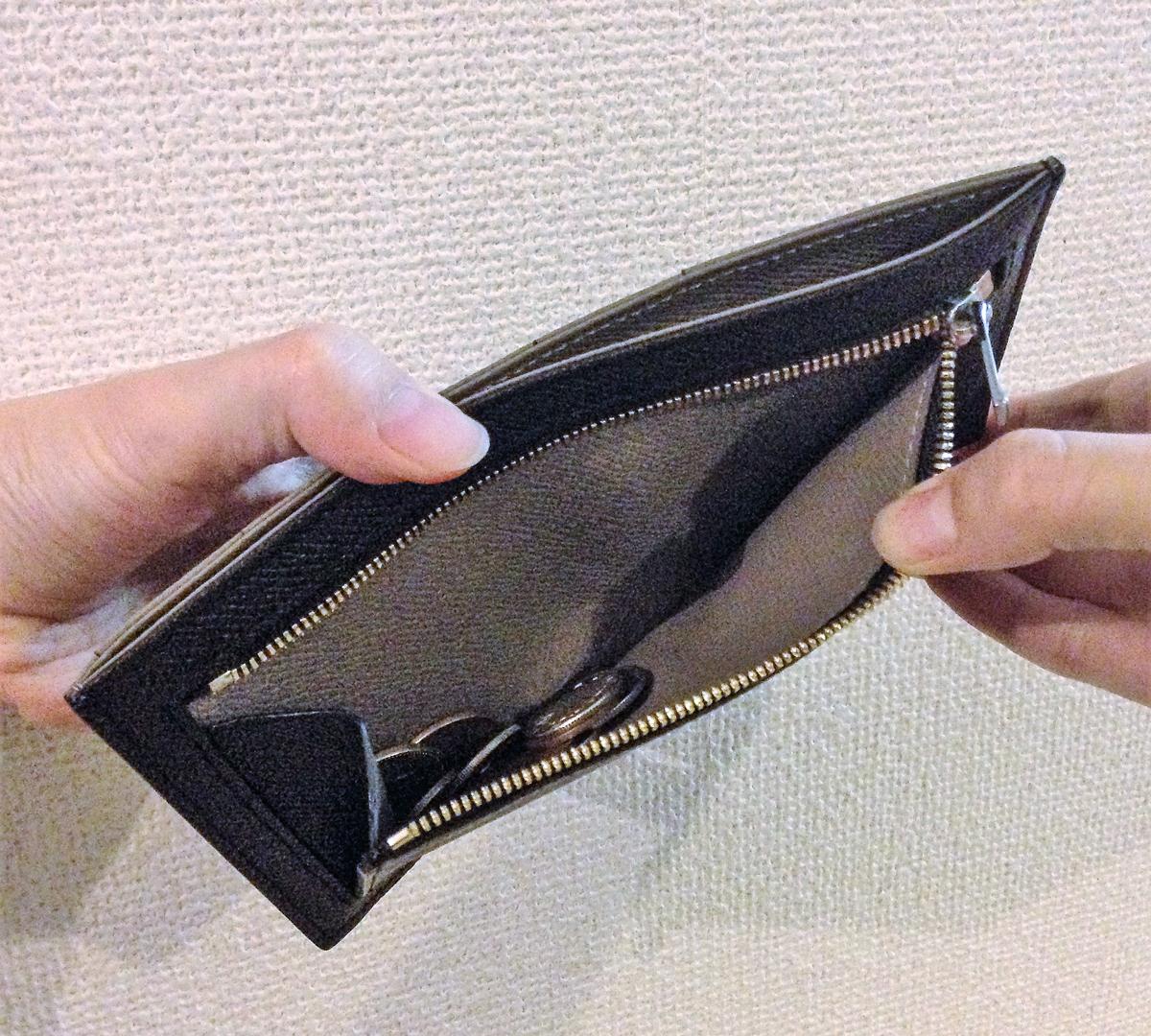 薄さと収納量を追求した硬貨入れ|カードを見える化、支払いも収納もスマートな革財布(長財布)|ALBERTE