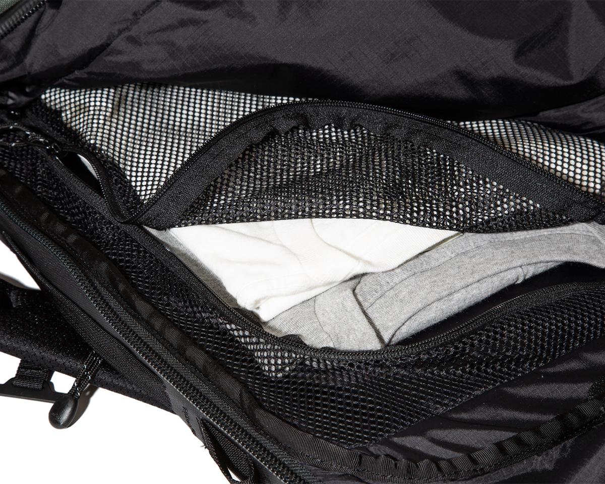 ⑤ メッシュポケット|仕事と遊びの両方で活躍する、機能的ポケットもたっぷり。アウトドアレジャーでも活躍する防水バックパック|LANDER