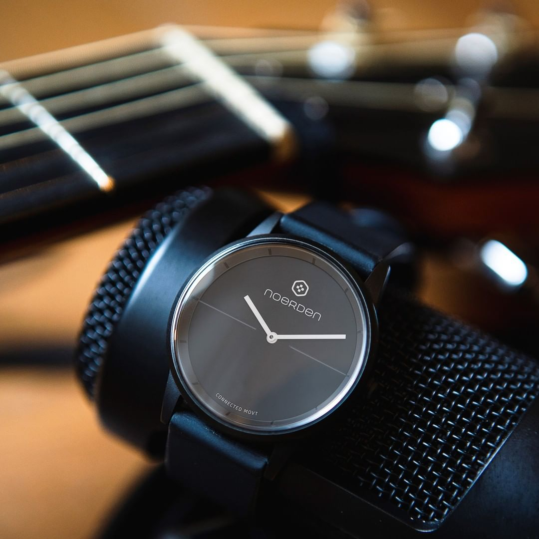 高級腕時計によく採用されているサファイアガラスを採用。傷がつきにくいから毎日使っても安心のスマートウォッチ(フィットネスタイプ)|noerden