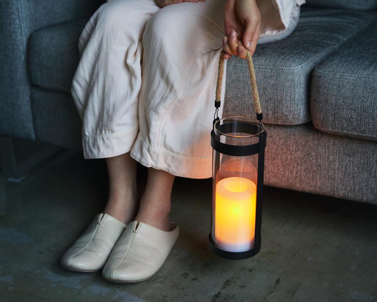 心地よい眠りのために、少しずつ暗くしていくのです。|暗くなったら自動で点灯、ソーラー充電式の「LEDガラスランタン」|Notte(ノッテ)