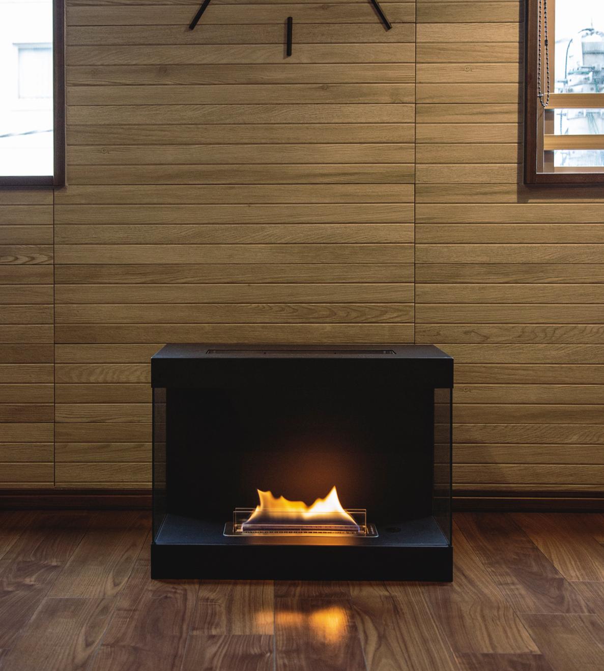 大きな炎が燃え続けますが、熱で床を傷める心配も、まずありません。安全な専用燃料で片づけいらず、ニオイも煙も出ないから、家のどこにでも置けるバイオエタノール燃料を使った「暖炉」|LOVINFLAME VENTFREE
